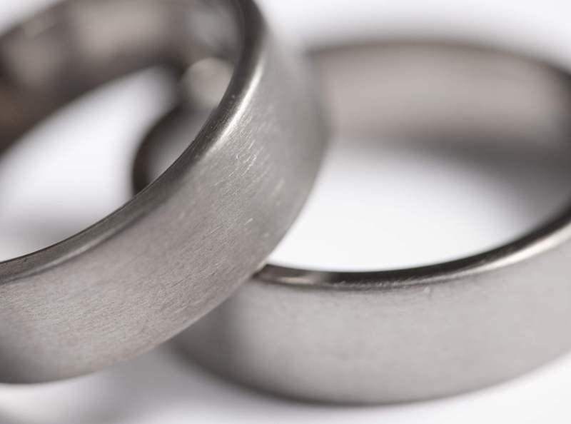 obrączki ślubne tytanowe