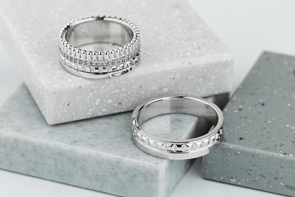 Przykład diamentowanych obrączek ślubnych