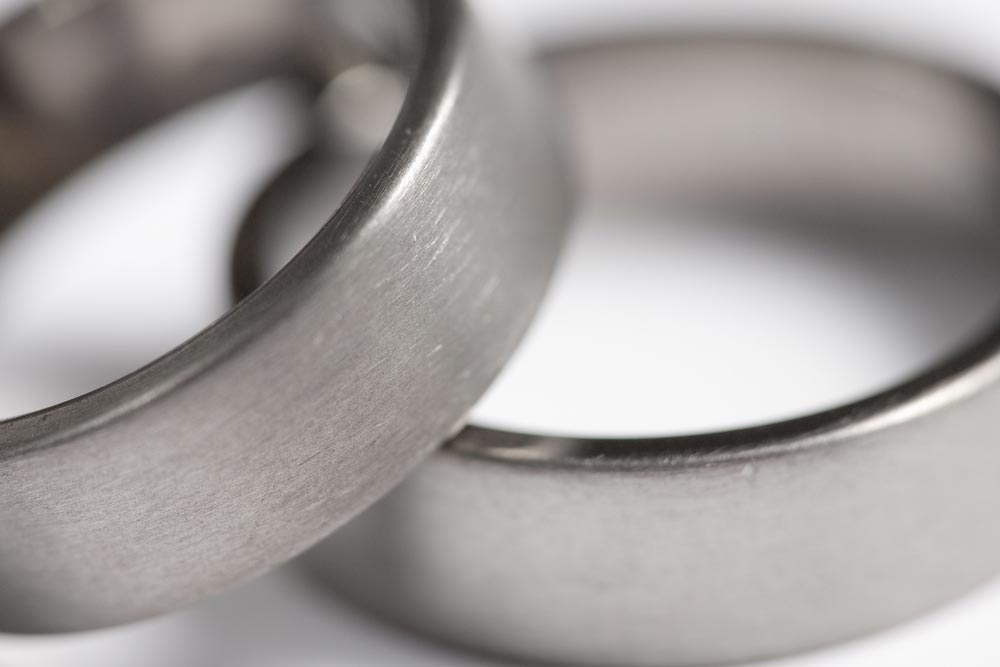 Jak czyścicć i pielęgnować biżuterię z tytanu?