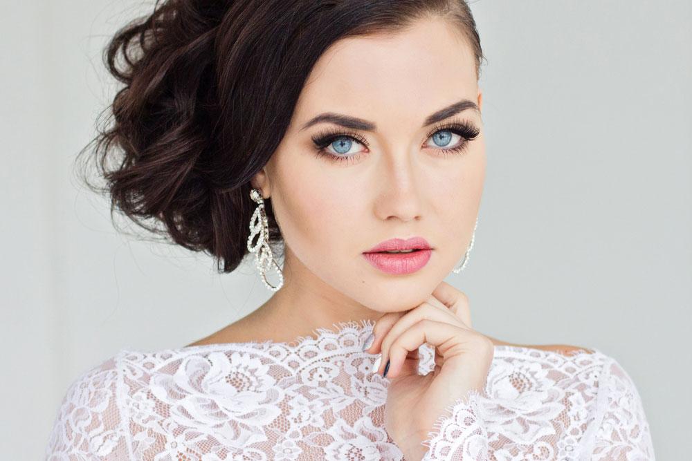 jaka biżuteria do koronkowej sukienki?