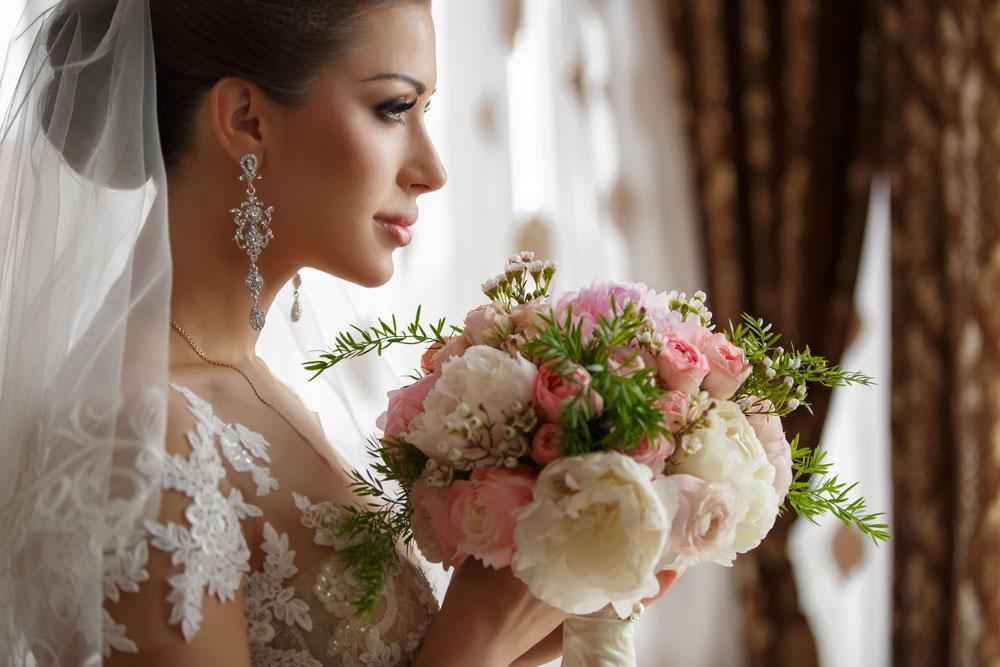 jaka biżuteria pasuje do sukni ślubnej