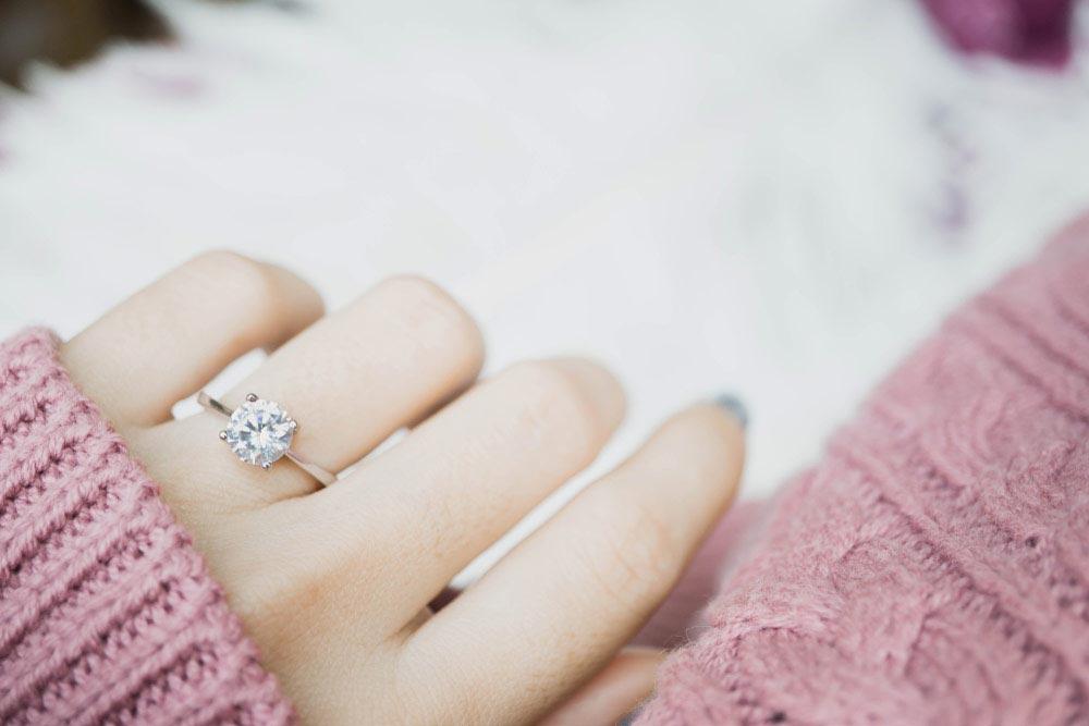Dobieranie pierścionka do kształtu dłoni
